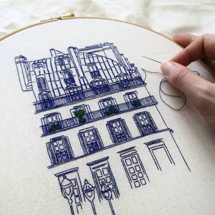 Hand embroidery design of Pyramides in Paris